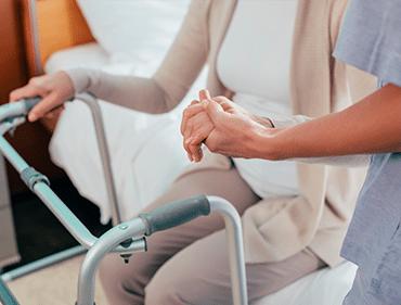aide au lever et coucher personnes âgées