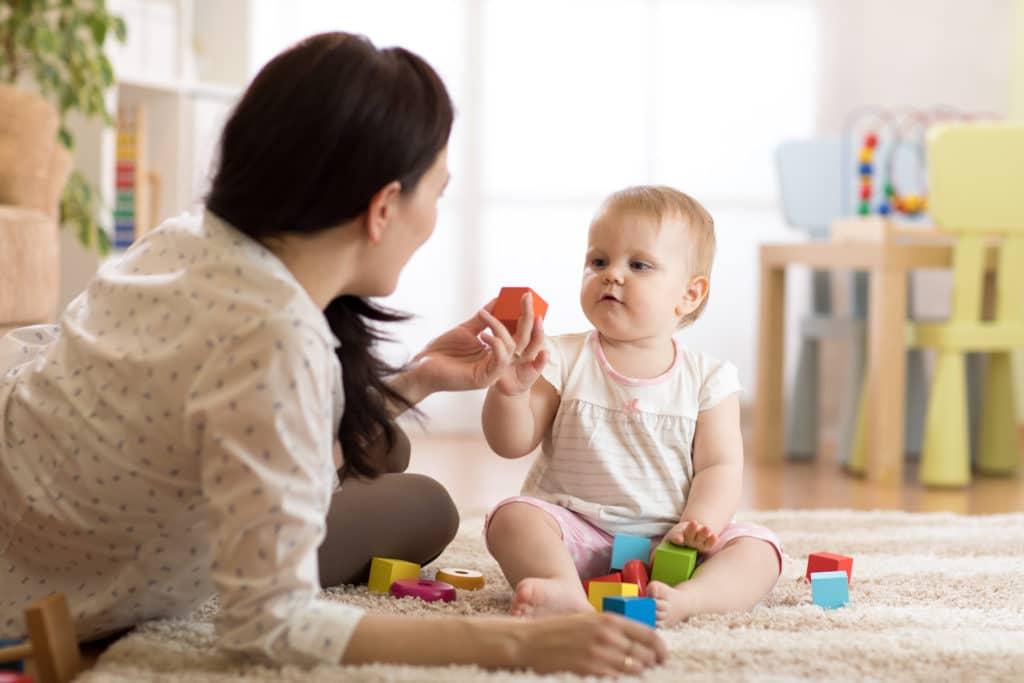 garde d'enfant en bas âge à domicile