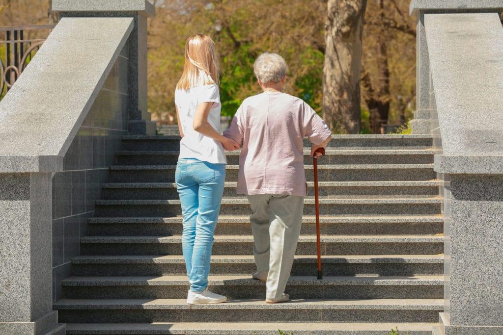seniors aide au déplacement