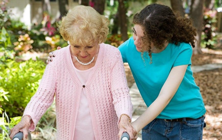 Faire appel à une aide à domicile pour personne âgée