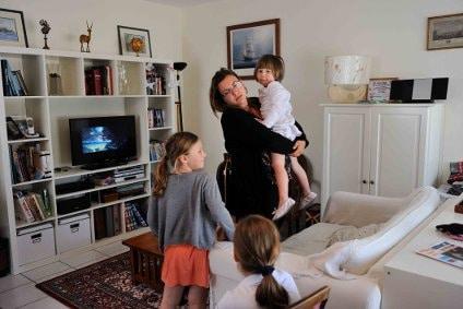 Garde d'enfants à domicile : les aides de la CAF